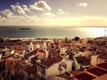 Visión sobre la ciudad - escena hermosa del panorama de la tranquilidad en Lisboa, Portugal imagenes de archivo