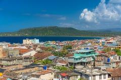 Visión sobre la ciudad más vieja del ` s de Cuba, Baracoa fotografía de archivo libre de regalías
