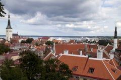 Visión sobre la ciudad vieja de Tallinn Fotos de archivo libres de regalías