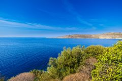 Visión sobre la costa albanesa cerca de Oporto Palermo, Albania foto de archivo