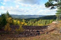 Visión sobre las colinas de Noruega al sudoeste en un hoyo Fotos de archivo