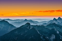 Visión sobre las montañas azules Fotos de archivo