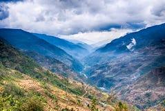 Visión sobre las montañas en montañas de Himalaya Alrededor de Annapurna Fotografía de archivo