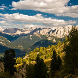 Visión sobre las montan@as de la dolomía Imagenes de archivo