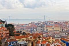 Visión sobre los tejados de Lisboa Imágenes de archivo libres de regalías