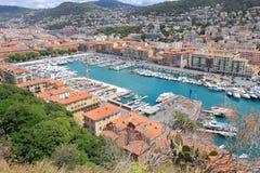 Visión sobre Niza puerto en Francia meridional Imagen de archivo