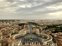 Visión sobre Roma del top de Peter Cathedral imagen de archivo libre de regalías