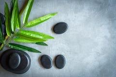 Visión superior El aroma tailandés de los tratamientos del masaje del balneario de la piedra caliente relaja, copia el espacio Co fotografía de archivo