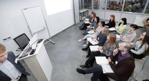Visión superior el equipo directivo en una reunión de negocios foto de archivo libre de regalías