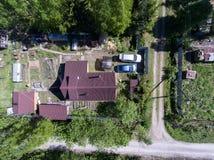 Visión superior en las casas de campo en el pueblo ruso en la estación de verano Fotografía de archivo libre de regalías