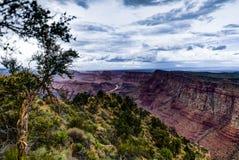 Visión a través de Grand Canyon Rim Arizona del sur Foto de archivo