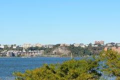 Visión a través de Hudson River a Weehawken, New Jersey Imagenes de archivo