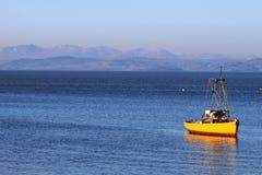 Visión a través de la bahía de Morecambe a las colinas del distrito del lago Fotografía de archivo