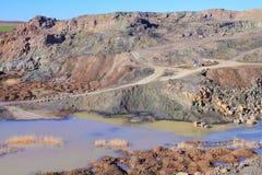Visión a través de una mina de roca fotografía de archivo libre de regalías