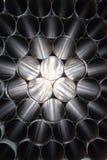 Visión a través de una pila de tubos de acero Imagen de archivo libre de regalías