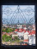 Visión a través de Vientián de la ventana adornada Imagen de archivo libre de regalías