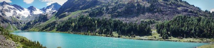 visión a través del agua clara de la turquesa del lago imágenes de archivo libres de regalías