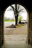 Visión a través del arco. imagen de archivo libre de regalías
