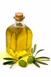 Visión vertical con el jarro de aceite de oliva Foto de archivo