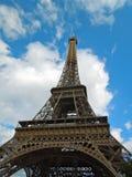 Visión vertical que mira para arriba la torre Eiffel París Francia Imagenes de archivo