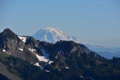 Visiónes desde la salida del sol: Soporte Adams, soporte Rainier National Park, montañas de la cascada, noroeste pacífico, Washin Imagen de archivo libre de regalías