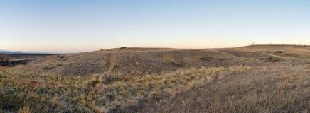 Visiónes desde la trayectoria que camina del rastro de Cradleboard en Carolyn Holmberg Preserve en Broomfield Colorado rodeado po foto de archivo