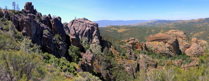 Visiónes panorámicas desde el rastro de los altos picos, monumento nacional de los pináculos, California imagen de archivo libre de regalías