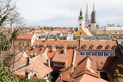 Visi?n sobre la ciudad de Zagreb de la ciudad superior fotografía de archivo libre de regalías