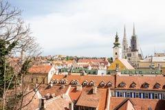 Visi?n sobre la ciudad de Zagreb de la ciudad superior fotos de archivo
