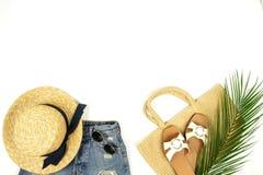 Visi?n superior, ropa puesta plana del viaje del verano de las mujeres de la moda y collage accesorio fotografía de archivo
