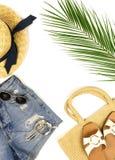 Visi?n superior, ropa puesta plana del viaje del verano de las mujeres de la moda y collage accesorio imagen de archivo