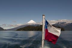 Visibilité directe Santos de Lago de Todos avec le volcan neigeux Image stock