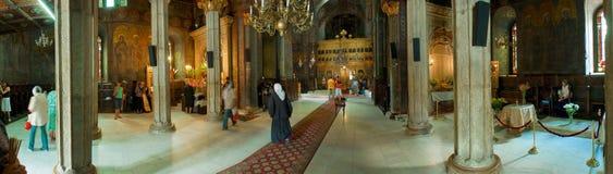 Visión panorámica dentro de la iglesia Imágenes de archivo libres de regalías