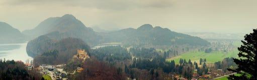 Visión panorámica desde el castillo de Neuschwanstein Foto de archivo libre de regalías