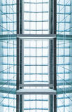 Tejado de cristal azul moderno. Fondo abstracto. Foto de archivo libre de regalías