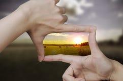 Vision claire d'un coucher du soleil Images stock