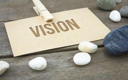 Vision, Geschäftsbegriffswörter mit hölzernem Hintergrund mit Blättern des braunen Papiers oder Anmerkung stockfoto