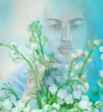 Vision ou apparition de femme spirituelle dans un domaine Image libre de droits