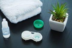 Vision y concepto de la medicina Accesorios para las lentes de contacto: estafa foto de archivo