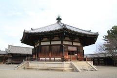 Visionkorridor av den Horyu jien i Nara royaltyfria bilder