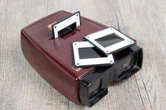 Visionneuse de glissières avec quelques vieilles glissières Photographie stock