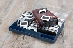 Visionneuse de glissières avec quelques vieilles glissières Image libre de droits