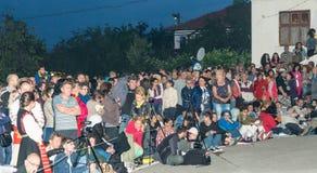 Visionneuses de nuit aux jeux de Nestinar dans le village des Bulgares en Bulgarie Images libres de droits