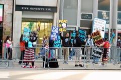 visit för nyc för 2008 ateister påvlig gå strejkvakt royaltyfri foto