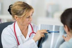 Visita all'ortopedico fotografia stock libera da diritti