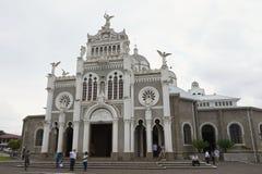 Visita Basilica de Nuestra Senora de Los Ángeles de la gente en Cartago en Costa Rica fotografía de archivo libre de regalías