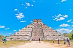 Visita Chichen Itza - Iucatão dos turistas, México Imagem de Stock Royalty Free