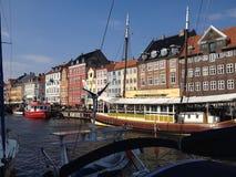 Visita colorida da cidade de Copenhaga imagem de stock