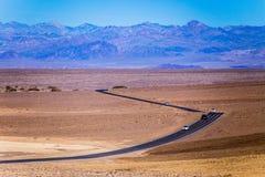 Visita del Death Valley con le automobili Fotografie Stock Libere da Diritti