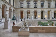 Visita del museo de París Fotografía de archivo libre de regalías